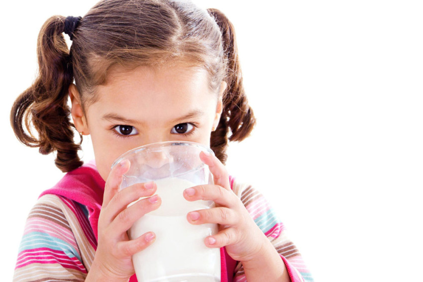 dete-pije-mleko